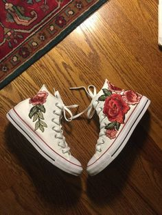 Rose embroidered hi top converse-shoes included in by RoseAndRoyce Top shoes for teens and sneakers. Sock Shoes, Cute Shoes, Me Too Shoes, Shoe Boots, Shoes Heels, High Heels, Pretty Shoes, Converse Rose, Hi Top Converse