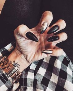 Amazing stiletto nails, Black, Silver