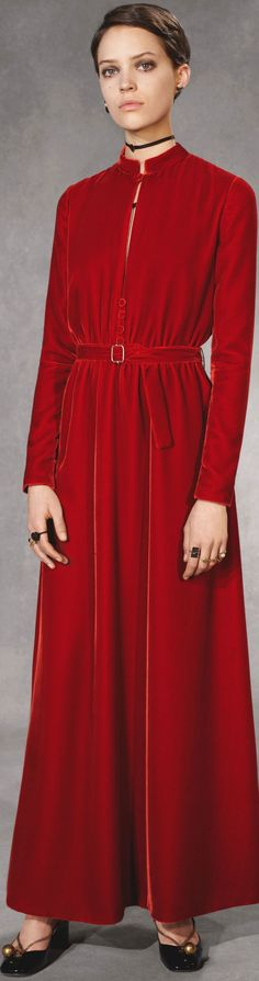 Christian Dior pre-fall 2018 Velvet Fashion, Red Fashion, Fashion 2018, Hijab Fashion, Autumn Fashion, Fashion Outfits, Womens Fashion, Casual Chic Style, Look Chic