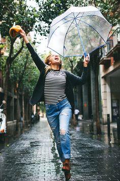 Young woman holding an umbrella jumping on the street. Rainy Day Photography, Umbrella Photography, Autumn Photography, Photography Women, Glamour Photography, Photography Ideas, Portrait Photography, Rainy Day Photos, I Love Rain