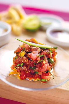 """Het lekkerste recept voor """"Oosterse tartaar van tonijn"""" vind je bij njam! Ontdek nu meer dan duizenden smakelijke njam!-recepten voor alledaags kookplezier! Tapas, Sashimi, Ceviche, I Want Food, Deli Food, Good Food, Yummy Food, My Favorite Food, Food For Thought"""