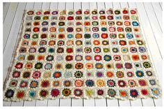 I want a king size crochet rug just like this... i should learn how to make.