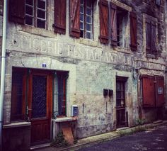 """#Latergram / Ancienne """"Épicerie #Restaurant Château d'eau"""" #Chalabre (#Aude)  #jaimelaude #audetourisme #tourismeoccitanie #vintage #vintageshop #oldshop #old #shop #retro #retroshop #pixdar #enseignesetpublicites #signs #vintagesigns #retrosigns #typo #typography #vintagetypo"""