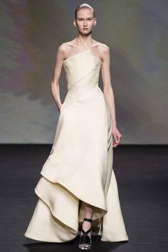 Christian Dior Haute Couture. (Beatiful dress, too skinny model)