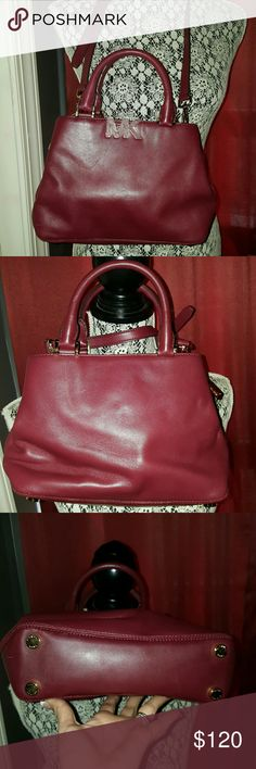 Michael Kors Florence burgundy red leather Xbody This is an authentic Michael Kors Florence Claret burgundy red leather crossbody Satchel purse bag. It is pre-owned with lights signs of use. Still in overall amazing condition. L 11, H 7.5, D 3 Michael Kors Bags