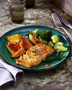 Unser beliebtes Rezept für Gebackener Lachs auf Süßkartoffel und Brokkoli und mehr als 55.000 weitere kostenlose Rezepte auf LECKER.de.
