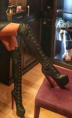 Boots are truly stylish and there is broad option from flat-heels to stilettos, wedges, and platforms, boots are whatever in between. Thigh High Boots, High Heel Boots, Knee Boots, Platform High Heels, Black High Heels, Talons Sexy, High Heels Plateau, Leder Boots, Sexy Stiefel