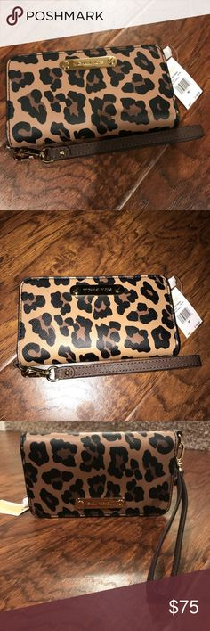 Michael Kors Wristlet Michael Kors Jet Set Travel Wristlet in Cheetah print. Has a pocket for your cell phone and a side for cash and cards. New with tag. Never used. Michael Kors Bags Clutches & Wristlets