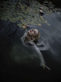 in a dark lake by Andrea Koporova on - booo - Photographie Dream Photography, Fantasy Photography, Underwater Photography, Portrait Photography, Perspective Photography, Water Fairy, Water Shoot, Water Nymphs, Lake Art