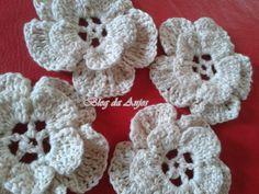 !Blog da Anjos♥: ♥Flor de croché que fiz para enfeitar a cestinha da troquinha, muito fácil ♥