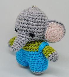 Crochet your own amigurumi, small stuffed toys as a keychain or gift! Crochet Bikini Pattern, Crochet Amigurumi Free Patterns, Easy Crochet Patterns, Crochet Shawl Free, Crochet Lace Edging, Pattern Cute, Popular Crochet, Rainbow Crochet, Crochet Keychain