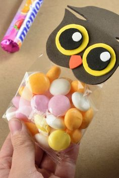We have some nice owl confectioners. You can not offer a children's party without giving these beautiful confectioners as a gift. Baby Cot Bumper, Owl Always Love You, Candy Bags, Childrens Party, 5th Birthday, Diy Paper, Pouch, The Originals, Christmas