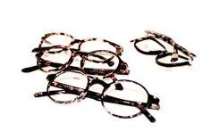 Eigentlich würde man meinen, nicht wirklich viel. Doch irgendwie täuscht das. Denn Brillen verwenden nicht ungern, die>>Blicke-auf-sich-ziehende<< Schildpattoptik. Vielleicht habt ihr …