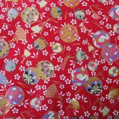 Tissu japonais motifs balles temari rouge 50 x 55 cm
