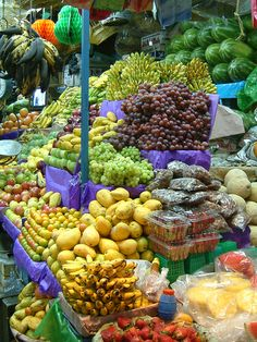 Fruit on a Market - Mexico Catering Food Displays, Fruit Displays, Fruit And Veg, Fruits And Vegetables, Fruit Picture, Fruit Shop, Healthy Lunches For Kids, Veggie Tray, Tropical Fruits