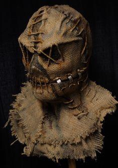 Voodoo Halloween, Burlap Halloween, Casa Halloween, Outdoor Halloween, Scary Scarecrow Costume, Scarecrow Mask, Scary Halloween Costumes, Halloween Masks, Arte Horror