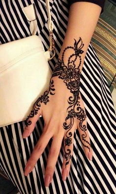Discovered by Jy Rose. Find images and videos about black and white, hand and na… Discovered by Jy Rose. Find images and videos about black and white, hand and nail on We Heart It – the app to get lost in what you love. Henna Tattoos, Simple Henna Tattoo, Henna Tattoo Hand, Henna Body Art, Finger Tattoos, Henna Art, Henna Designs Easy, Beautiful Henna Designs, Mehndi Art Designs