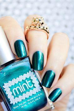 Beautiful Emerald nail polish - Mint Polish Czarina. REVIEW: http://sonailicious.com/mint-polish-czarina-reivew/