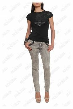 #urban #jeans These skinny jeans blend easily comfort and style. The chain trimmings enhance the urban design. Keep the pair in focus with matching pumps.  http://29desires.eu/eu/new-arrival/chain-trimmed-skinny-jeans-l1060.html