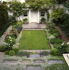Elizabeth Everdell garden design - charming Pacific Heights, San Francisco backyard small garden / more beautiful gardens here / / Source: Small Courtyard Gardens, Small Gardens, Outdoor Gardens, Courtyard Ideas, Little Gardens, Rain Garden Design, Small Garden Design, Tiny Garden Ideas, Design Jardin