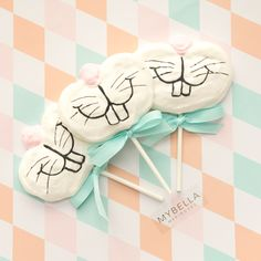 Nawwwww, What's up doc?! Mybella Meringues Bunny Face meringue pops. So sweet and much fun.