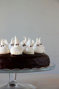Tarta de Halloween, con chocolate y fantasmas | Pimienta y Purpurina Pasteles Halloween, Cake Cookies, Cupcakes, Desserts, Blog, Chocolate Frosting, Gas Oven, Biscuit Cake, Pound Cake