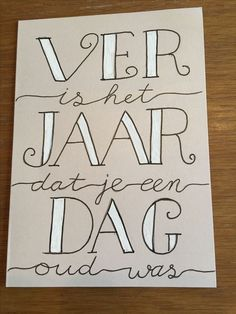 Verjaardag Hand Lettering Alphabet, Hand Lettering Quotes, Doodle, Cute Cards, Diy Cards, Happy Birthday Cards, Birthday Wishes, Diy Postcard, Drawing Quotes