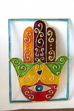 hamsa o mano de fátima hamsa hamsa,vidrio,vitrail vitrail,pintura Stained Glass Projects, Stained Glass Art, Hand Of Fatima, Jewish Art, Hindu Art, Stencil Painting, Tumblr Wallpaper, Hamsa Hand, Felt Crafts