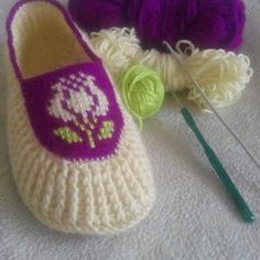 Images about tag on instagral Knit Shoes, Crochet Shoes, Crochet Slippers, Love Crochet, Knit Crochet, Baby Knitting Patterns, Knitting Designs, Crochet Patterns, Diy Crafts Knitting