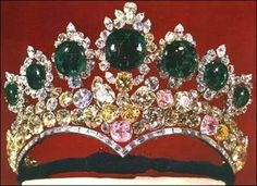The Seven Emerald Tiara of Empress Farah. Part of the Iranian crown jewels…