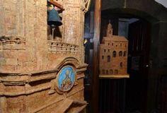 Particolari dei monumenti costruiti con i tappi di sughero d
