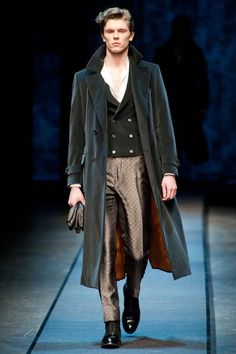 Gentleman style 299067231506219471 - Coat lining. (Canali Fall 2013 Menswear Collection – Fashion on TheCut) Source by suuzana Daily Fashion, Fashion Show, Mens Fashion, Fashion Styles, Fashion Ideas, Lakme Fashion Week, Sharp Dressed Man, Gentleman Style, Couture Fashion