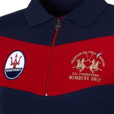 Exclusive short-sleeved women's polo shirt with zipper closure. The colour-contrasting stripe on the chest matches the colour of both sleeves and highlights the La Martina and oval Maserati logos embroidered on the chest. The right-hand sleeve features th