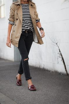 casual trench coat outfit with rolled cuff jeans Trenchcoat Style, Beige Trenchcoat, Beige Coat, Petite Trench Coat, Short Trench Coat, Trench Coat Outfit, Coat Dress, Burberry Trench Coat, Pantalon Slouchy