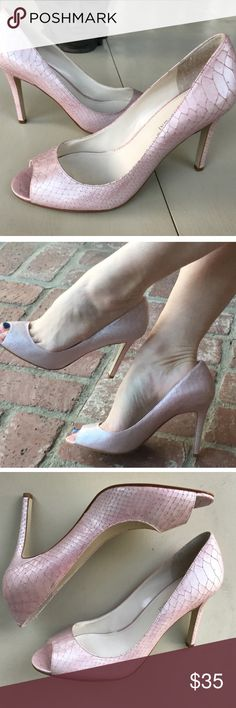 """PEARL PINK PEEP TOE leather HEELS SZ 9 pumps Gorgeous color! Pearlized luminescent soft pink in subtle snakeskin LEATHER. Quality made, very LUXE. CLASSIC open toe stiletto, 4"""" heel. How divine! (N30) Enzo Angiolini Shoes Heels"""