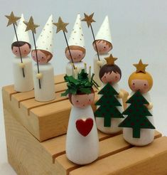 Little Santa Lucia and Star Boys made by Jone Hallmark Peg Dolls, Limlugneth Rhoben, Peg Dolls Little Santa Lucia und Star Boys von Jone . Swedish Christmas, Noel Christmas, Scandinavian Christmas, Christmas Ornaments, Xmas, Wood Peg Dolls, Clothespin Dolls, Origami Envelope, Origami Easy