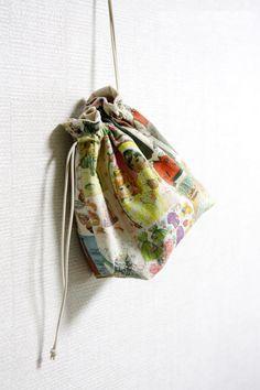 Drawstring Fabric Gift Bag Tutorial ~ DIY Tutorial Ideas!
