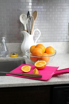 Useful kitchen space, pops of color Home Decor Vases, Home Decor Mirrors, Home Wall Decor, Home Decor Items, Kitchen Dinning, Eat In Kitchen, Kitchen Stuff, Kitchen Ideas, Moving Out Of Home
