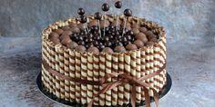 Ha létezik gyerekek kedvence torta, ez a roletti torta az. Nem csak, hogy a torta belül csupa csoki, de a teteje is meg van pakolva egy halom csokigolyóval, és akkor még a töménytelen mennyi