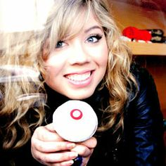 Jennette McCurdy has a beautiful smile.
