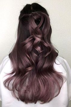 The Best Hair Color Ideas for Brunettes Brunette Hair Colors_Dusty Lavender The post Die besten Haarfarbideen für Brünette & Hair color appeared first on Lilac hair . Ombre Hair Color, Cool Hair Color, Purple Hair, Pastel Hair, Green Hair, Cabelo Rose Gold, How To Lighten Hair, Hair Shades, Hair Looks