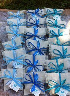 Bomboniere ecologiche con bulbo per battesimo in sfumature dell'azzurro