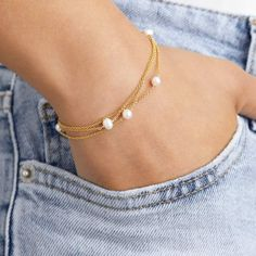 Lily & Roo - Solid Gold Layered Pearl Bracelet Cute Jewelry, Jewelry Gifts, Jewelry Bracelets, Jewelry Accessories, Pearl Bracelets, Ankle Bracelets, Braclets Gold, Jewelry Holder, Bridal Accessories