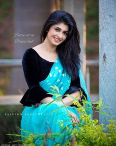 Beautiful girl new Best dpz Simple Saree Blouse Designs, Black Blouse Designs, Saree Jacket Designs, Blouse Designs High Neck, Netted Blouse Designs, Stylish Blouse Design, Designer Saree Blouses, Designer Blouse Patterns, Sonam Kapoor