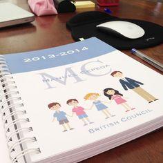 Agenda escolar con la portada personalizada, separadores, adivinanzas, meses por colores y semana vista. Regalos para l@s profesor@s