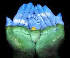 Newborn baby foot earth and sky body paint with Mom's hands Toni Kami~•❤• Bébé •❤•~  Photography idea