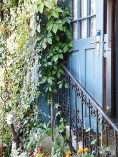 Chalúpka láskyplných zberateľov - Dom z tehly Windows And Doors, Outdoor Structures, Country Houses, Garden, Country Cottages, Garten, Lawn And Garden, Gardens, Gardening
