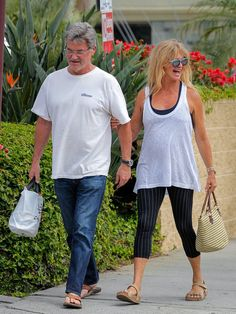 An image of actors Goldie Hawn and Kurt Russell wearing Donald Trump campaign shirts is a digital fabrication. Famous Couples, Couples In Love, Goldie Hawn Kurt Russell, What Is True Love, Celebrity Couples, Hollywood Couples, Celebrity Photos, Kate Hudson, Celebs