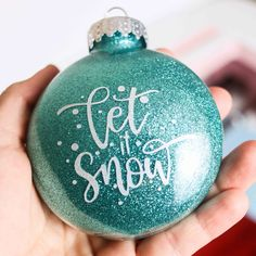 In today's tutorial, I am going to teach you how to make the Vinyl Christmas Ornaments, Diy Christmas Gifts, Christmas Bulbs, Felt Christmas, Homemade Christmas, Christmas Glitter, Harry Potter Christmas Decorations, Ornaments Design, Ornaments Ideas