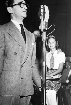 Frank Sinatra and Jane Powell watch Irving Berlin perform on the Songs by Sinatra radio show, 1947.